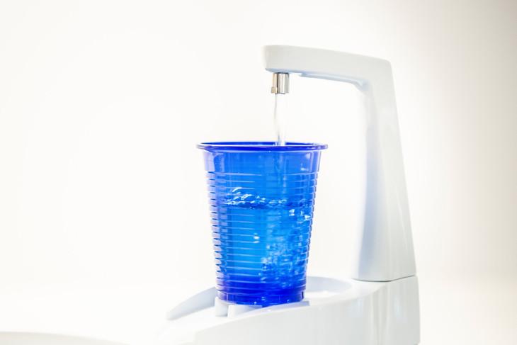 Fotografie_Karin Nussbaumer_Becher mit Wasser