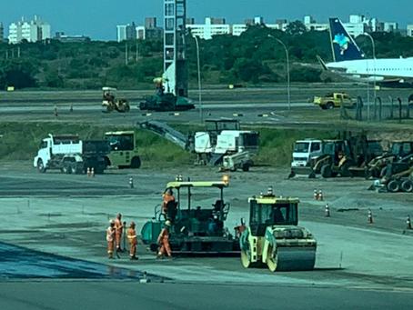 Recuperação asfáltica da pista de pouso do aeroporto de Salvador.