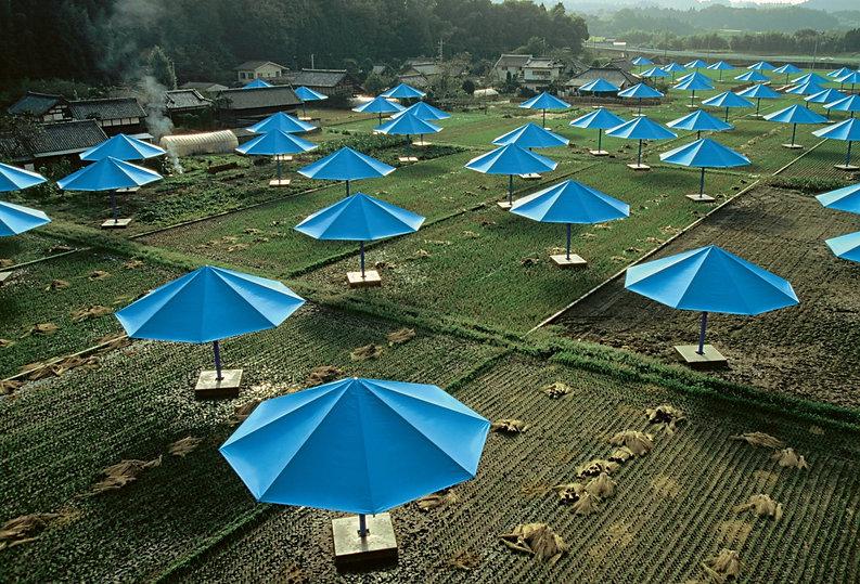 ombrelloni blu - giappone.jpg