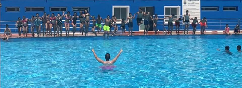 Disfrutando de la piscina Municipal