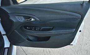 2014-Holden-VF-Commodore-SS-door-trim.jp