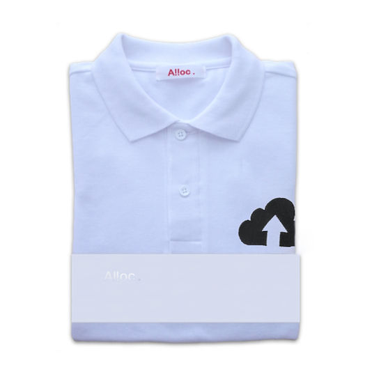 刺繍入りの可愛い白いポロシャツ