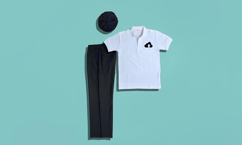 程よくワイドなパンツとポロシャツのコーデ