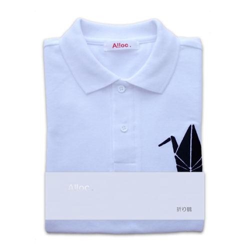 繊細な刺繍入りの白いポロシャツ