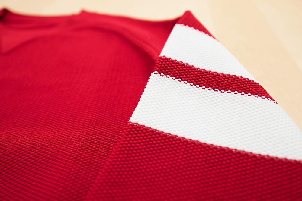 赤いニット