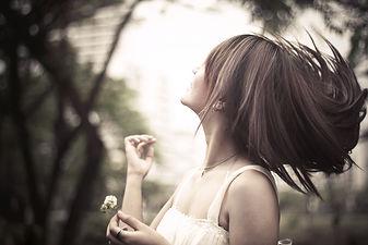 なびく髪の女性.jpg