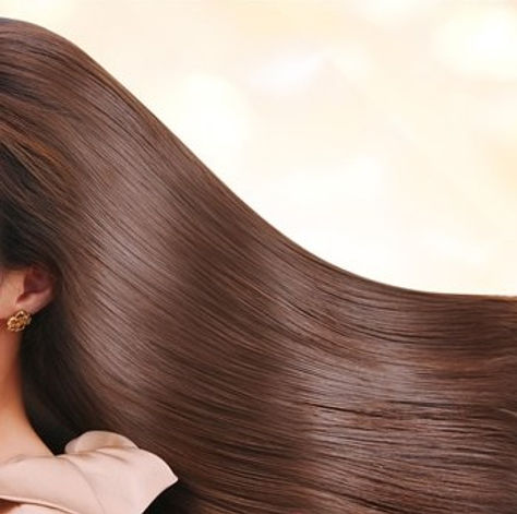 サロンROYAL なびく髪.jpg