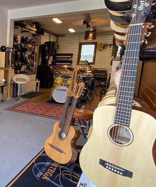 Gitarren in Danys Music Shop Kaufen .jpg
