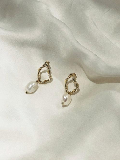 Lock Shape Pearl Earrings Gold