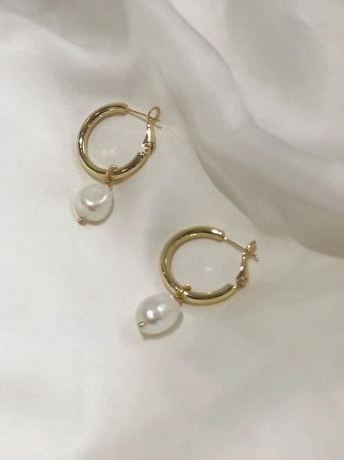 Circle Pearl Earrings Gold