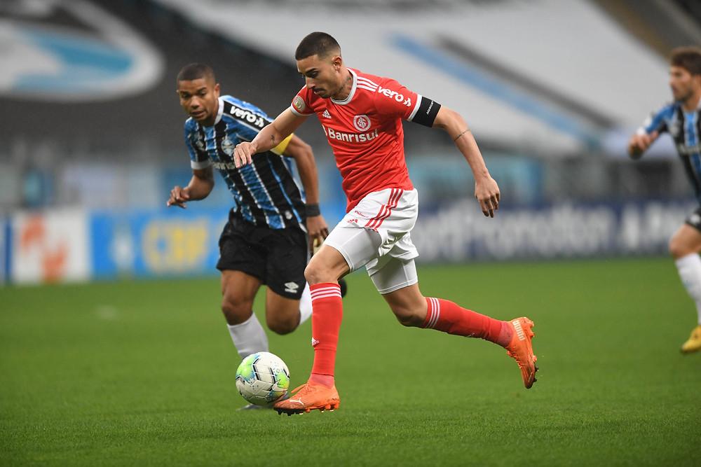 Galhardo no duelo contra o Grêmio. (Foto: SCInternacional)