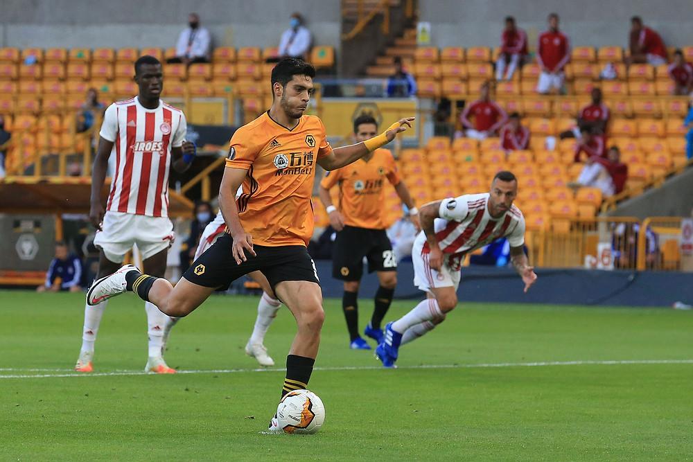 Raúl Jiménez marca o gol da vitória do Wolves. (Foto: Europa League)