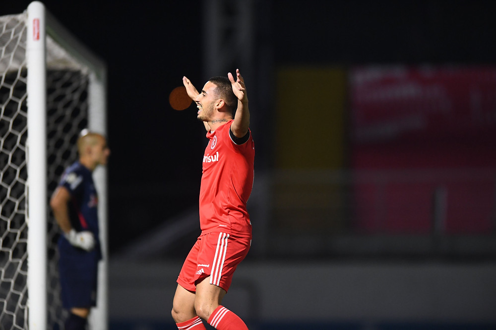 Thiago Galhardo comemora seu gol. (Foto: SCInternacional)