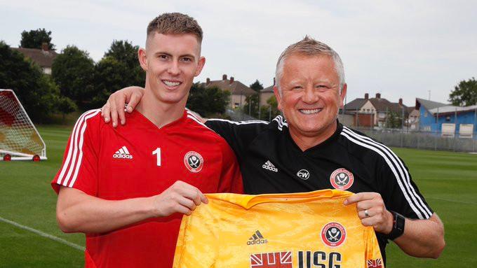 Dean Henderson com o treinador, Chris Wilder. (Foto: Sheffield United)