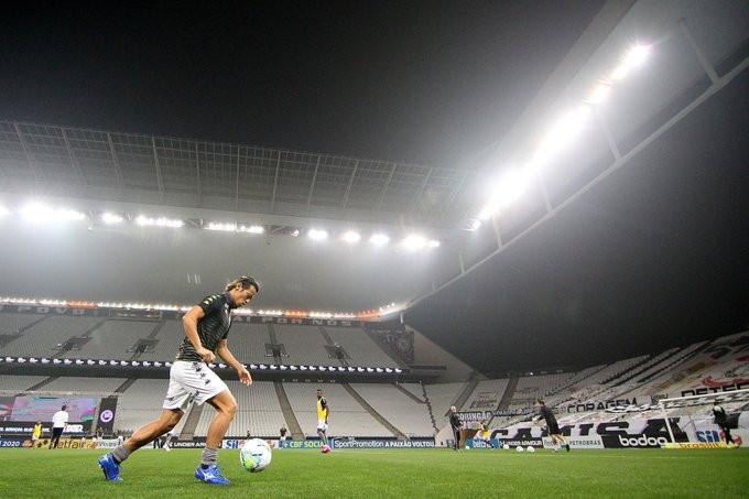 Honda no aquecimento antes do jogo contra o Corinthians. (Foto:Botafogo)