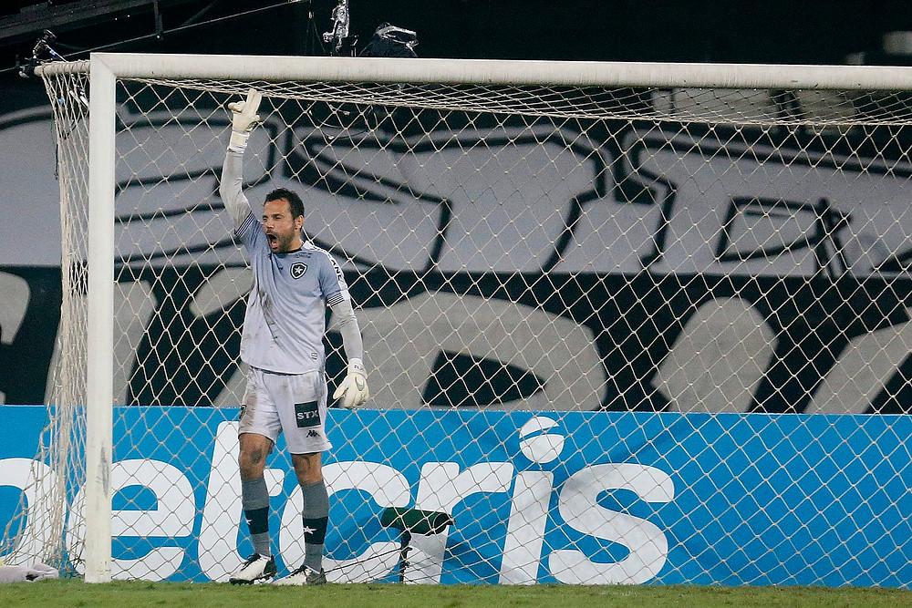 Diego Cavalieri festeja sua defesa. (Foto: Botafogo)