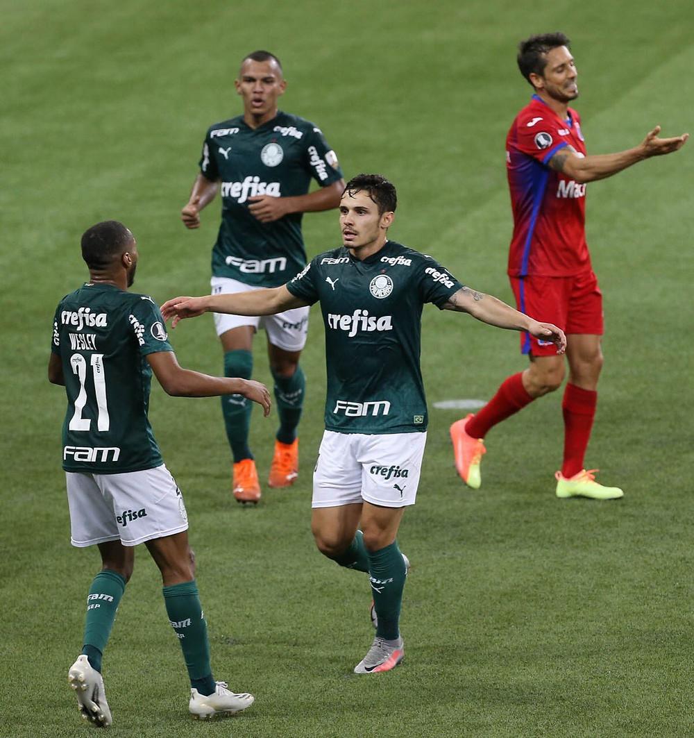Raphael Veiga comemora seu gol. (Foto: Palmeiras)