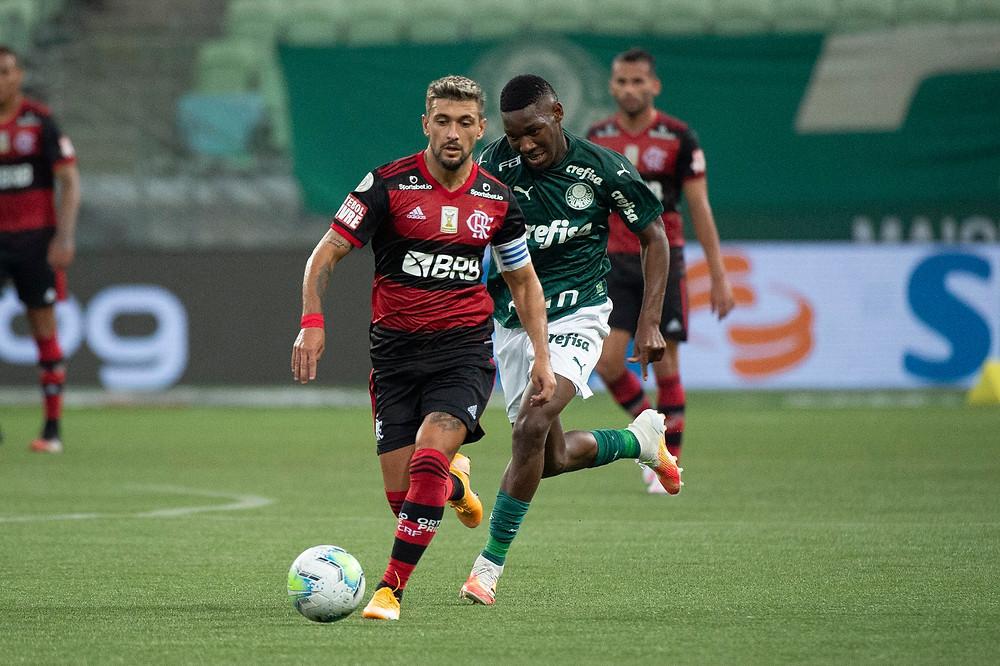 Arrascaeta contra o Palmeiras. (Foto: Flamengo)
