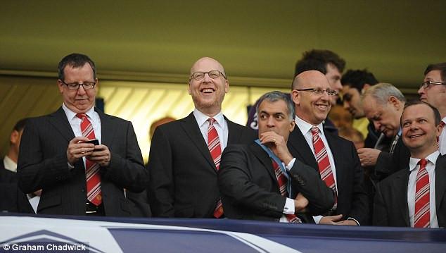 Glazers e dirigentes do Man United. (Foto: Graham Chadwick)
