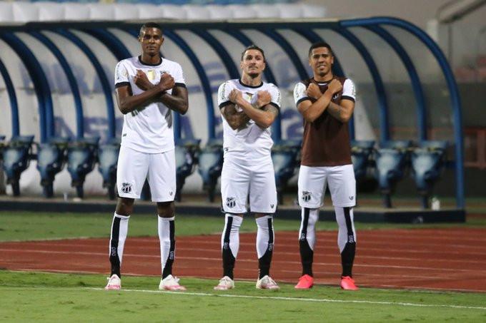 Vinicius comemora seu gol. (Foto: CearaSC)