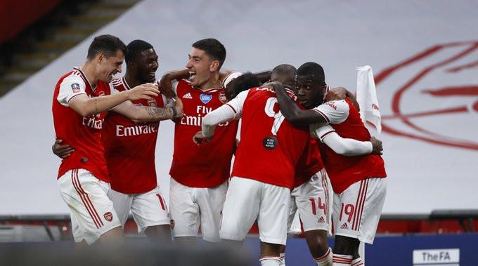 Elenco do Arsenal comemora gol de Aubameyang. (Foto: Emirates FA Cup)