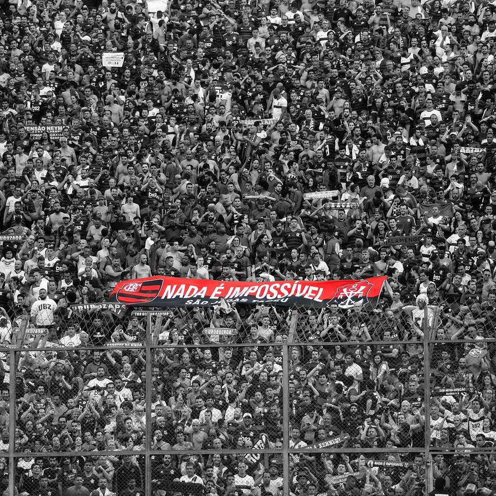 Torcida do Flamengo no estádio Monumental. (Foto: @delmirojunior)