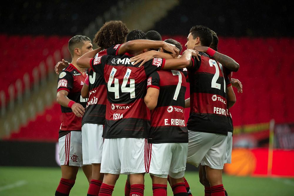Elenco do Flamengo celebra. (Foto: Flamengo)