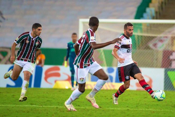 Thiago Maia comanda o meio-campo Rubro-Negro. (Foto: Flamengo)