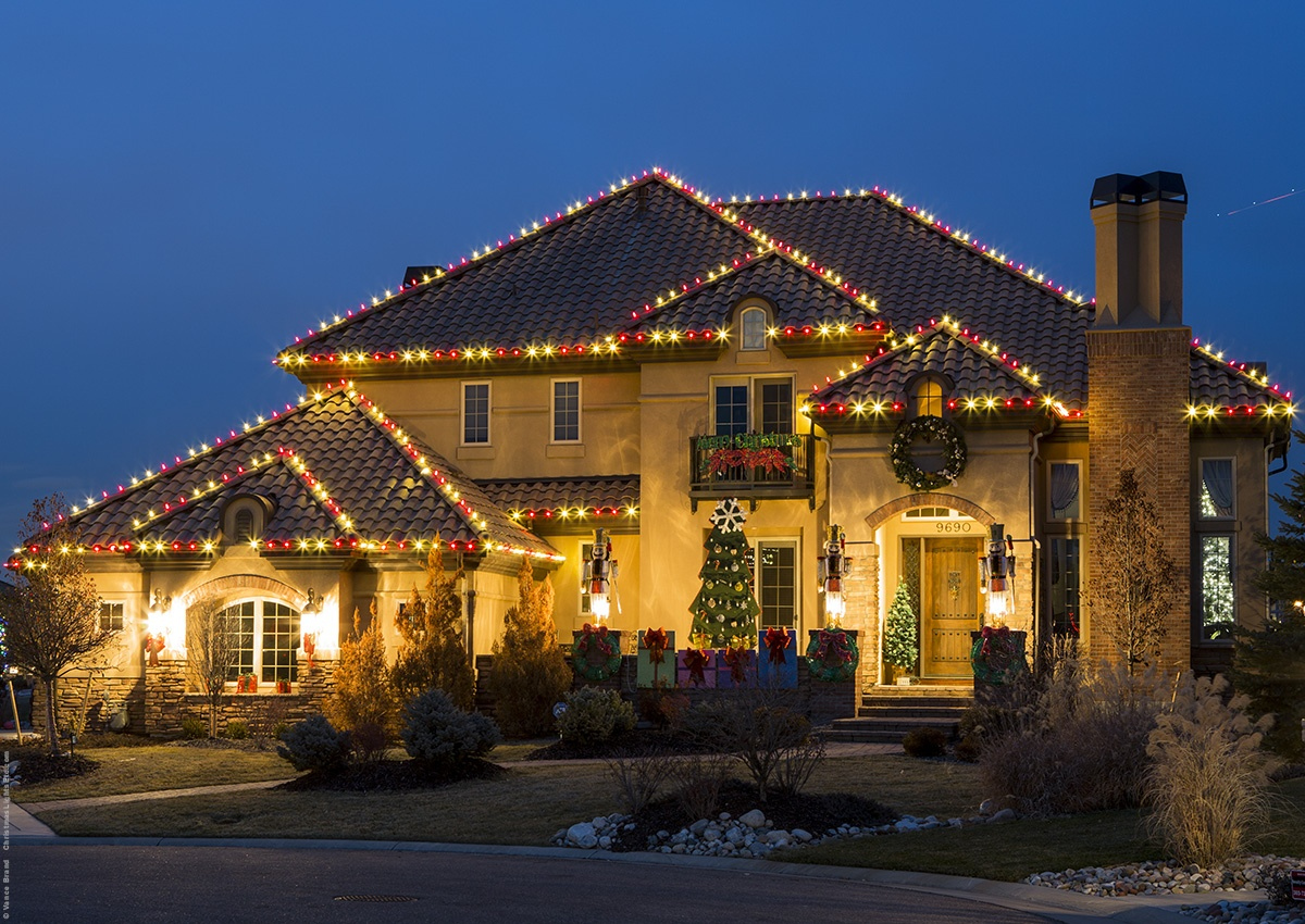 red_white_christmas_roof_lights