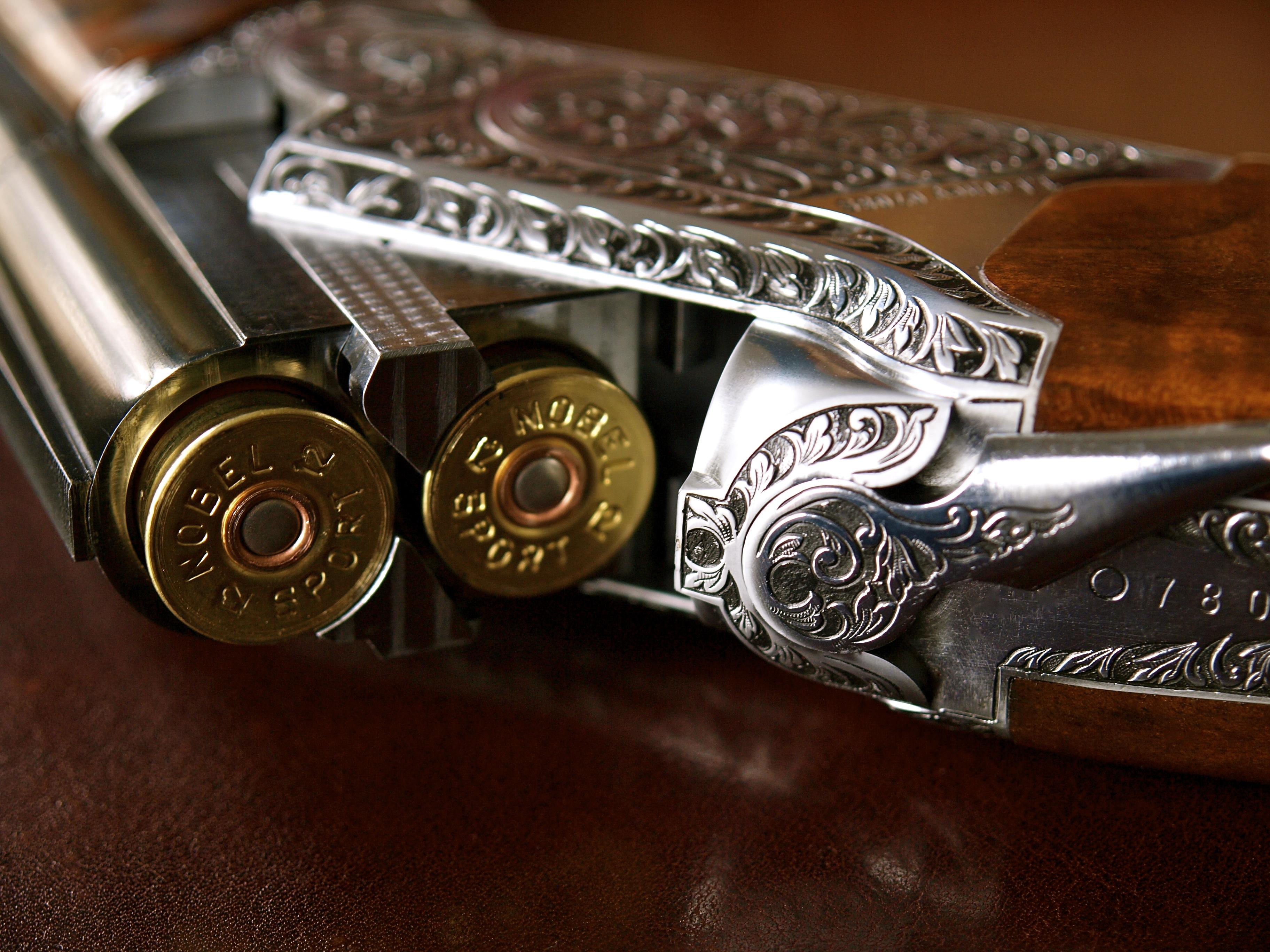 Hand-engraved-over-under-shotgun