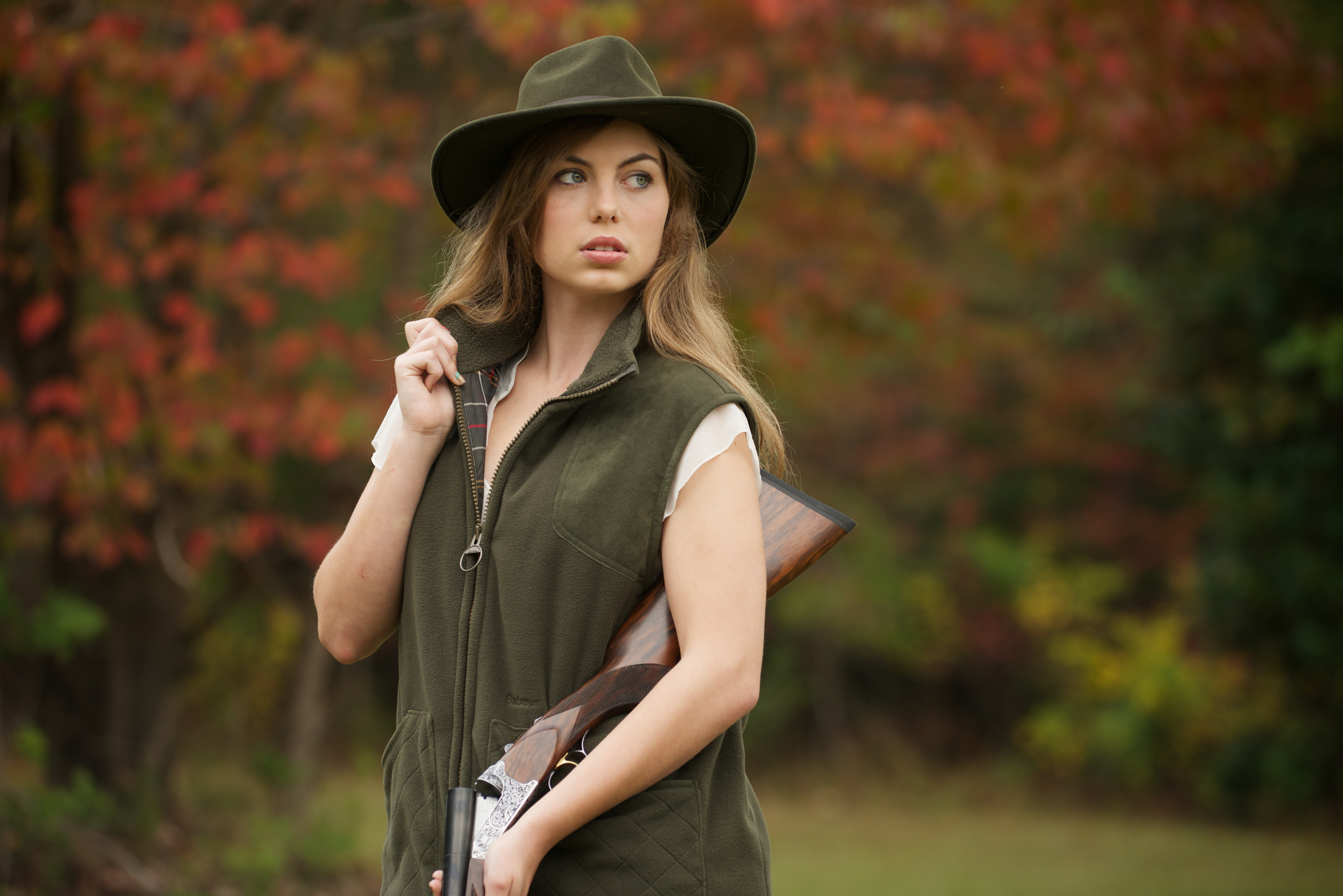 over-under-shotgun-with-vest