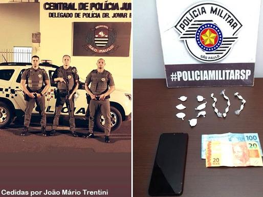 Polícia Militar de Queiroz prende indivíduo com porções de cocaína e crack