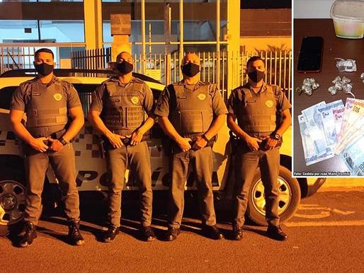 Polícia Militar prende indivíduo e apreende 16 porções de maconha em Queiroz