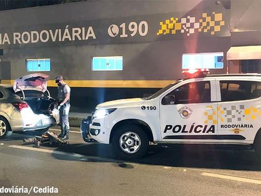 Polícia Rodoviária flagra dupla com peças furtadas de pátio conveniado de Prefeitura
