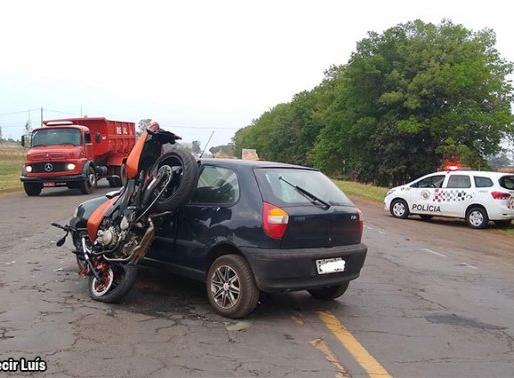 Motociclista fica ferido em colisão na SP-457 em Bastos