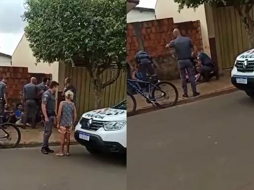 PM agride suspeito com tapa na cara durante abordagem policial na região