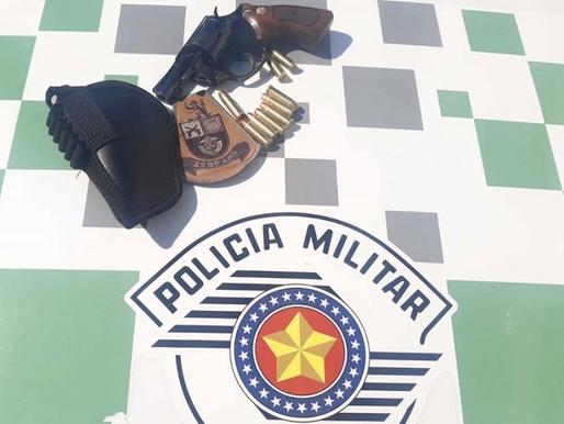 Motorista é flagrado com revólver após acidente em Juliânia, distrito de Herculândia