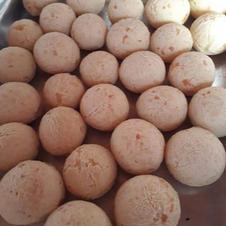 Pão de queijo recheado com: Calabresa ou frango com catupiry ou frango, goaiabada e nutela