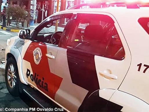 Polícia Militar detém indivíduos por furto de uma kombi