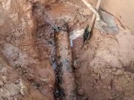 O rompimento de uma adutora na Av Tamandaré é causa da falta de água em Herculândia