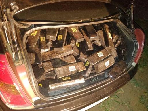 Motorista é preso ao ser flagrado com mais de 400 quilos de maconha no porta-malas de carro