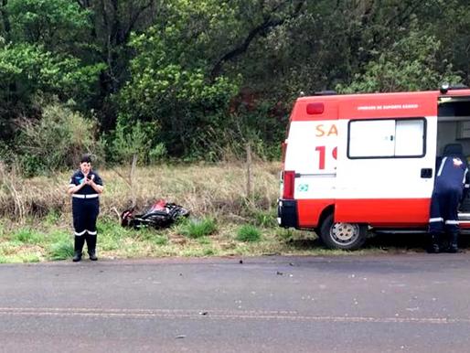 Motociclista morre após acidente com caminhão em vicinal