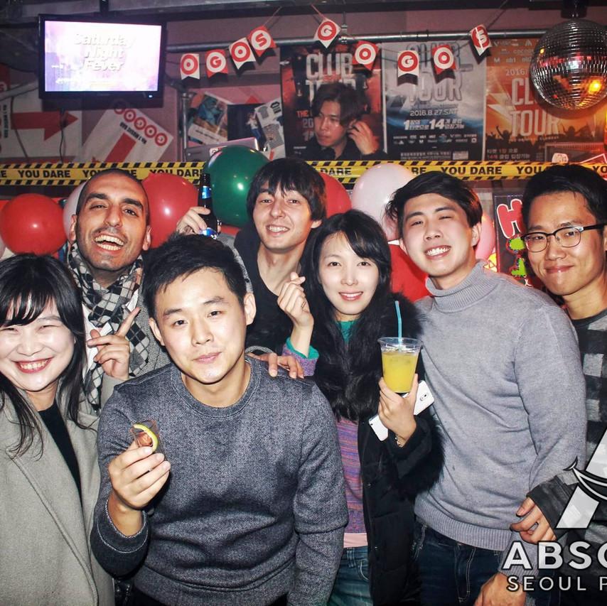 Seoul pub crawl Absolute Korea Hongdae Itaewon Gangnam International Party bar hopping crawlers tours Halloween beer must do language exchange meetup top club fun (12)