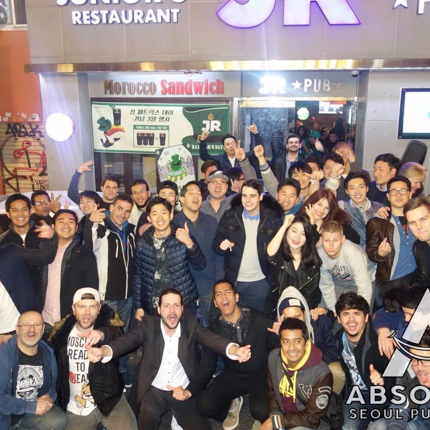 Seoul pub crawl Absolute Korea Hongdae Itaewon Gangnam International Party bar hopping crawlers tours Halloween beer must do language exchange meetup top club fun (1)