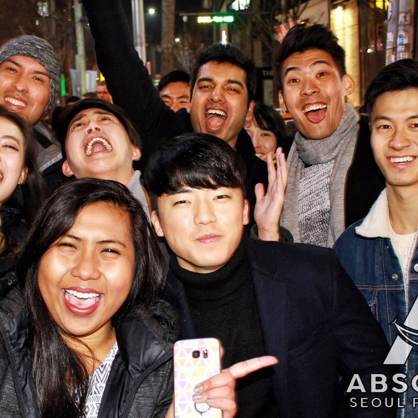 Seoul pub crawl Absolute Korea Hongdae Itaewon Gangnam International Party bar hopping crawlers tours Halloween beer must do language exchange meetup top club fun (10)
