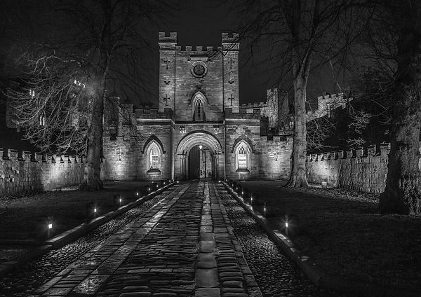 Durham Castle Gateway.jpg