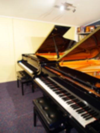 Using two pianos for teaching