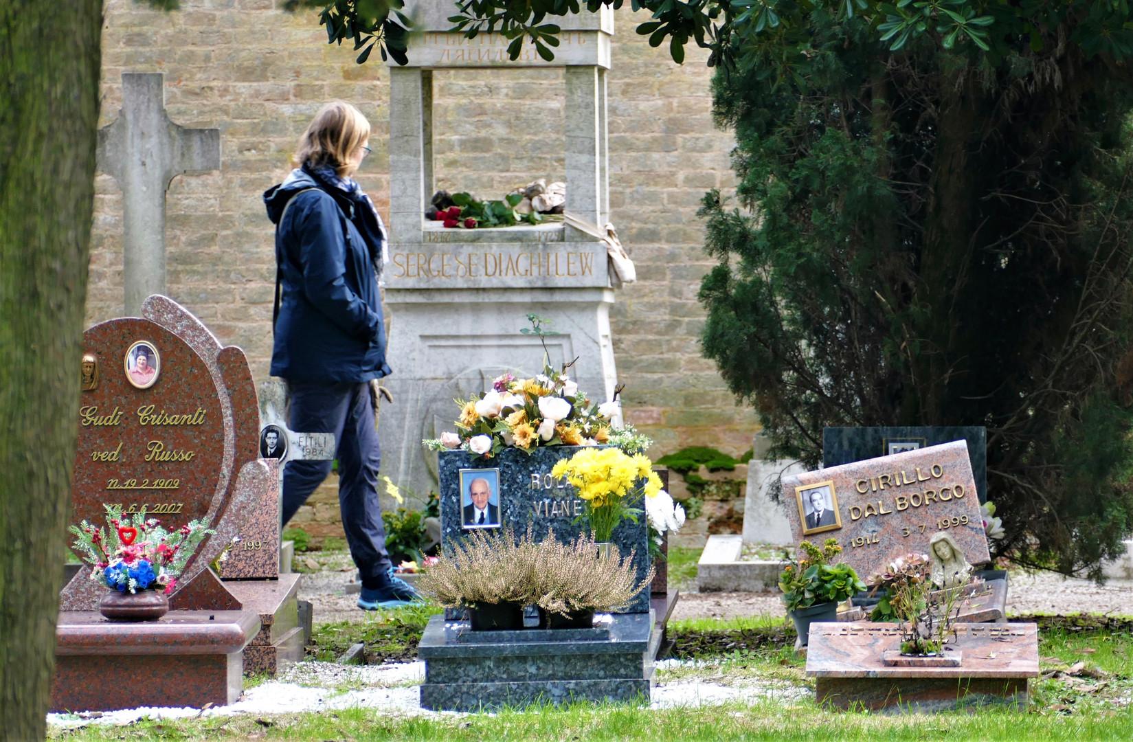 tumba de diaghilev de lejos, foto editad