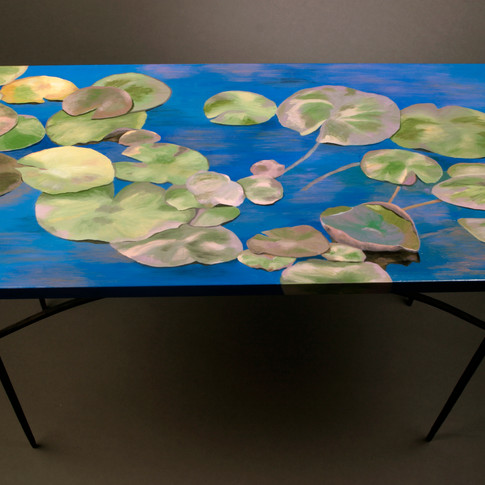 Lilies Table