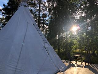 Värme i tipi-tälten och spa-entré inkluderat för alla boende hela hösten och våren